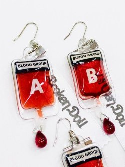 画像3: 輸血バッグピアス(イヤリング) 片耳用  ナースコスプレ、病みかわいい、メンヘラ